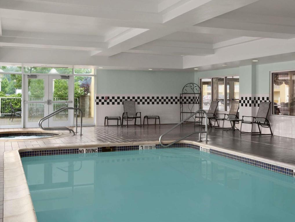 Piscina Days Inn & Suites by Wyndham Albany
