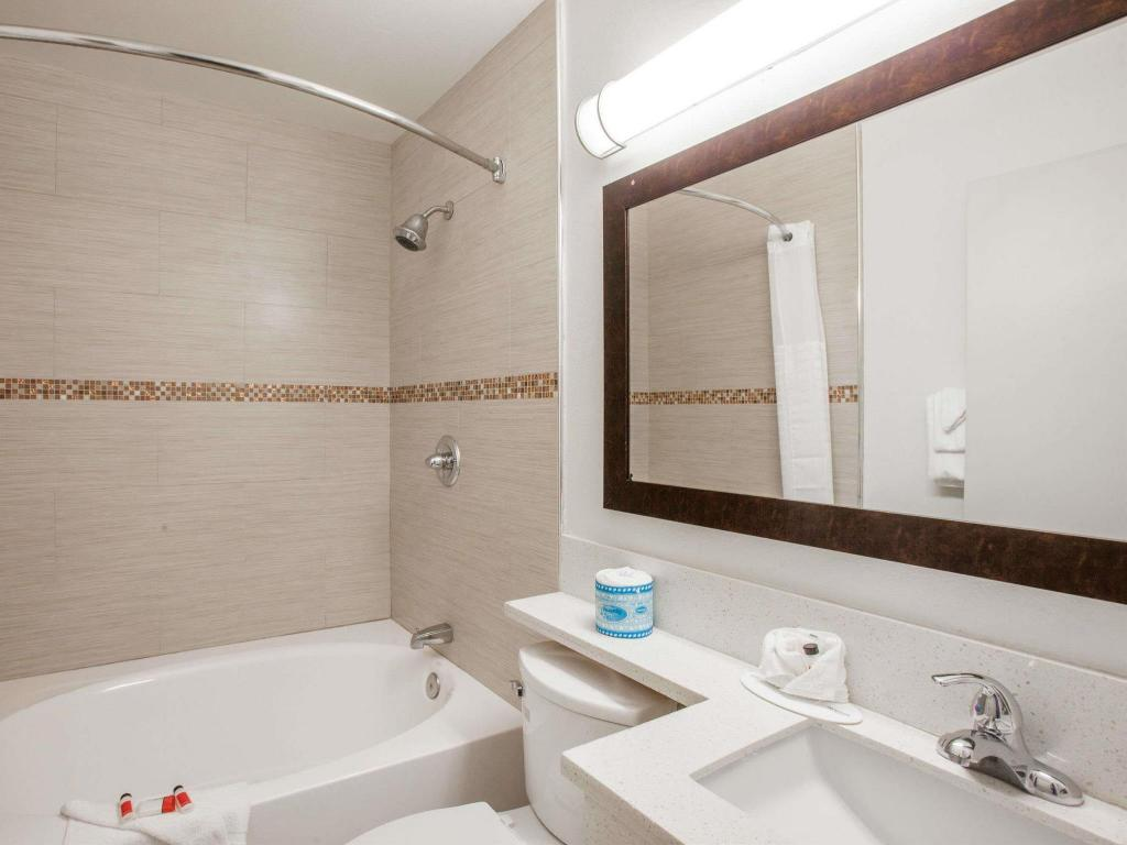 Bathroom Days Inn by Wyndham Orange Anaheim