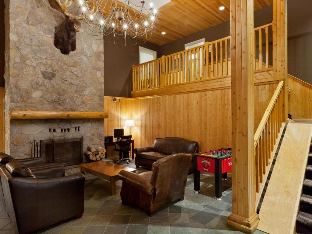 Lobby Super 8 By Wyndham Valemount