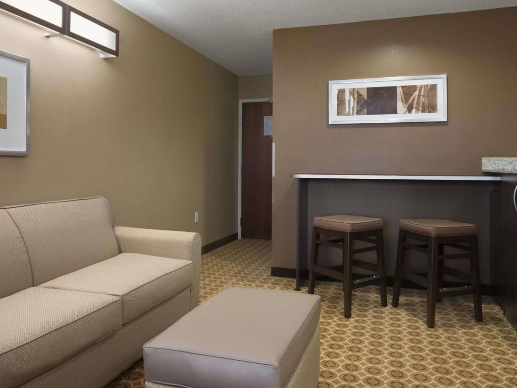 Vista interior Microtel Inn & Suites by Wyndham Fairmont
