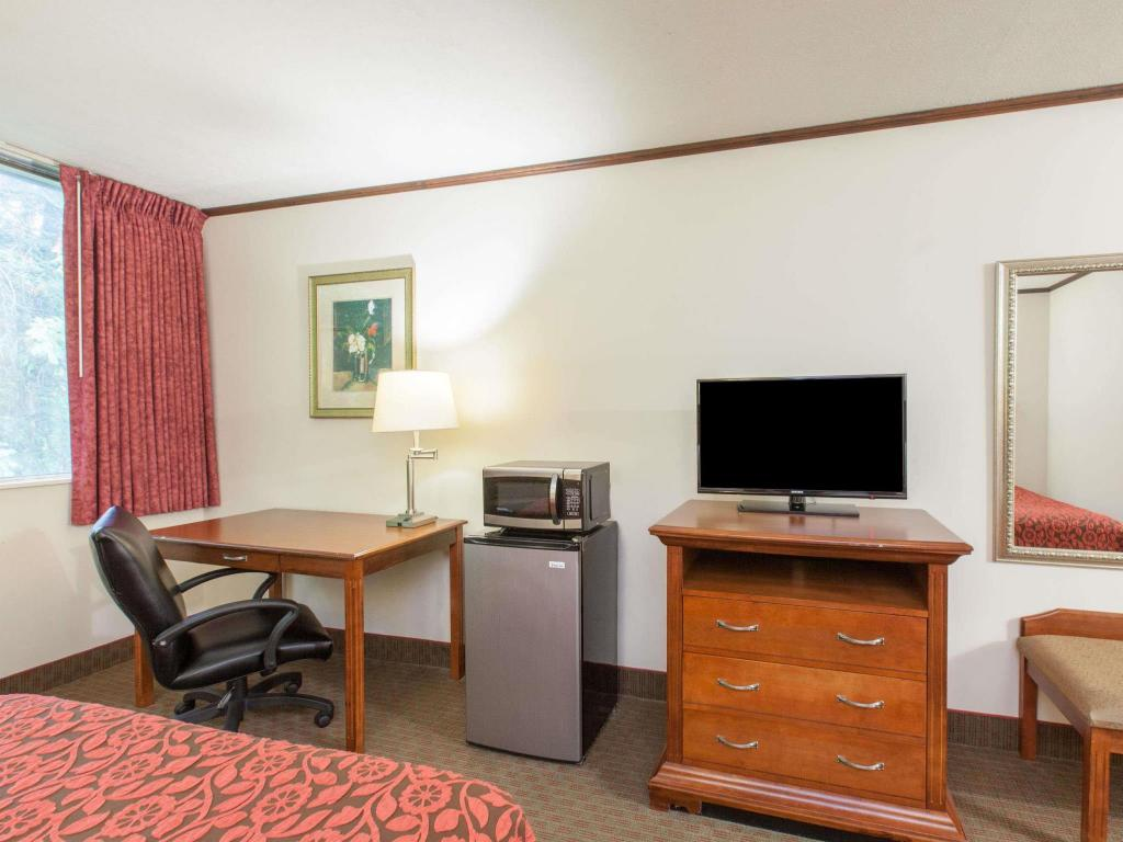 Tampilan interior Days Inn by Wyndham Schenectady