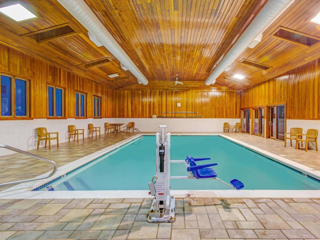 Piscina Days Hotel & Conference Center by Wyndham Methuen MA