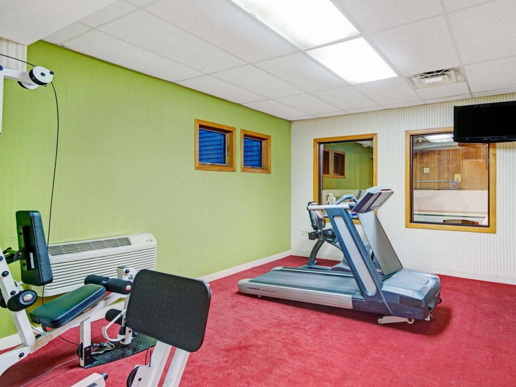 Centro de fitness Days Hotel & Conference Center by Wyndham Methuen MA