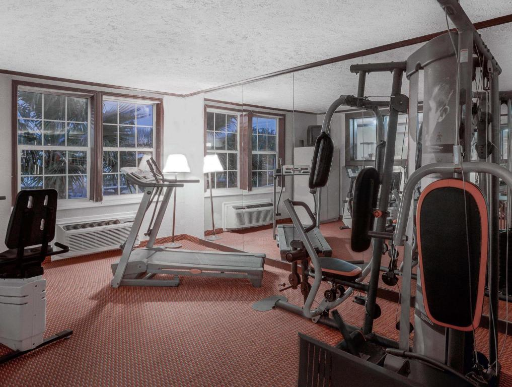 gym Days Inn & Suites by Wyndham Sugarland/Stafford