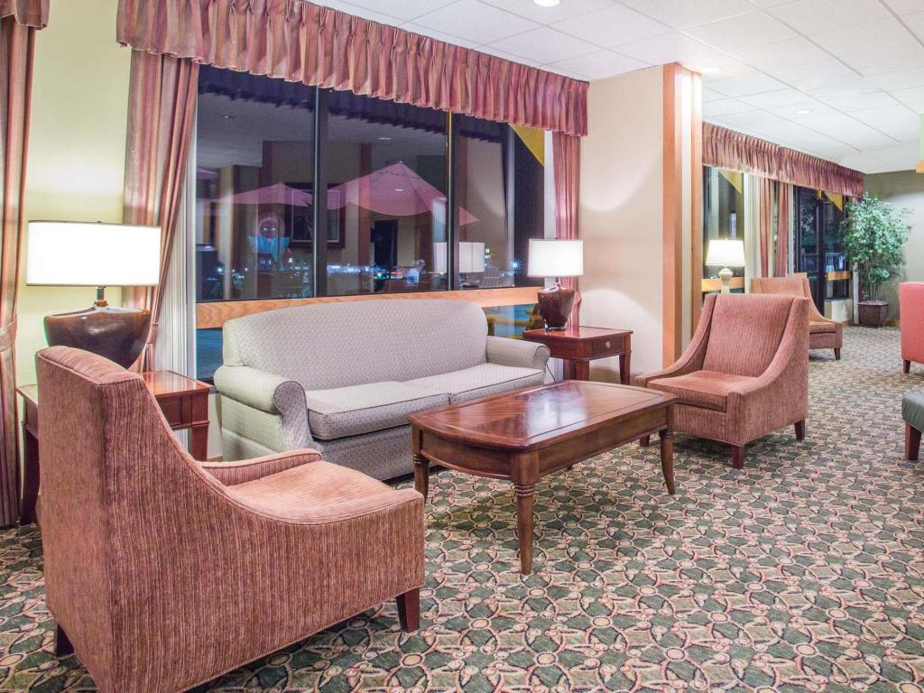 Vista interior Days Inn & Suites by Wyndham Sutton Flatwoods