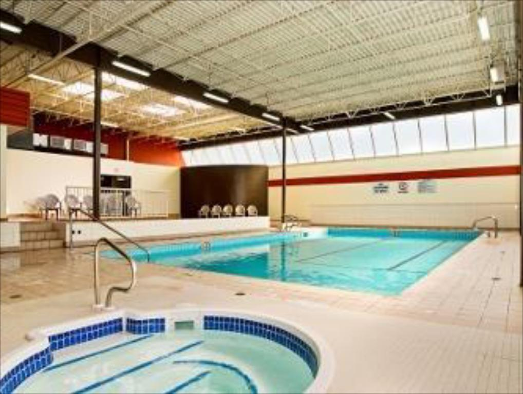 Piscina Days Inn by Wyndham Calgary South