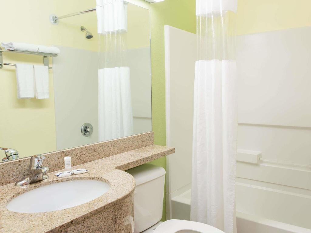 Badrum Quality Inn & Suites Lehigh Acres Fort Myers