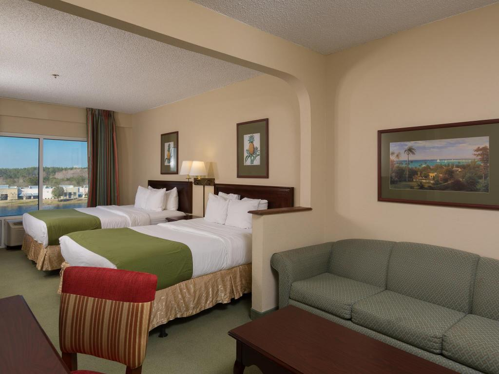 Deluxe Queen Suite with Two Queen Beds and Lake View - Kamar tidur St. Augustine Hotel & Suites at World Golf Village