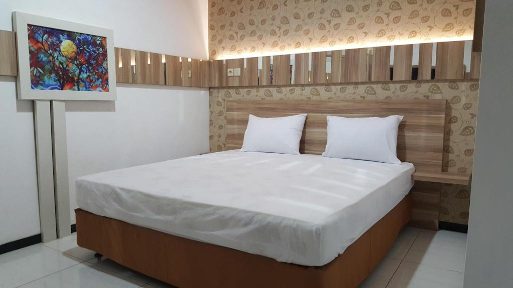 Double Bed - Bed Omah Seroja