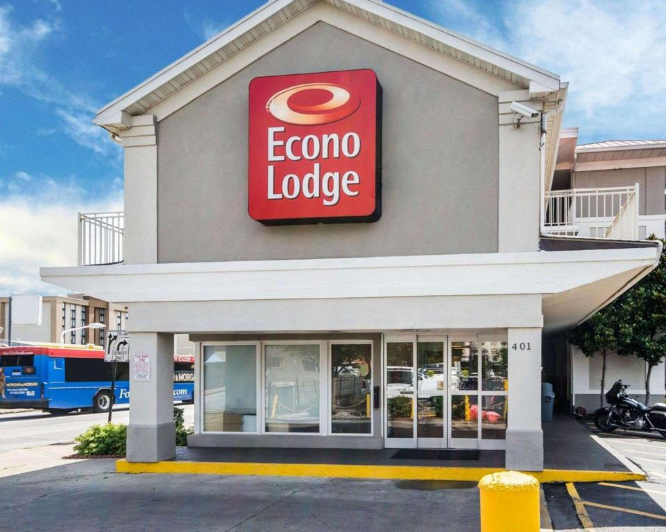 econo lodge downtown louisville ky united states. Black Bedroom Furniture Sets. Home Design Ideas