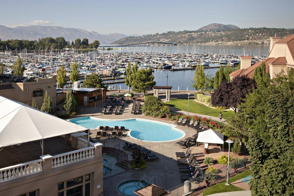 Swimming pool [outdoor] Delta Hotels by Marriott Grand Okanagan Resort