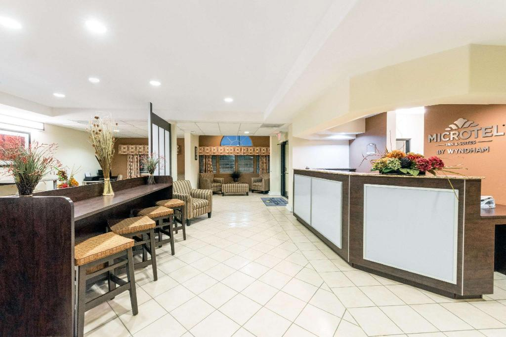 Lobi Microtel Inn & Suites by Wyndham Eagle Pass