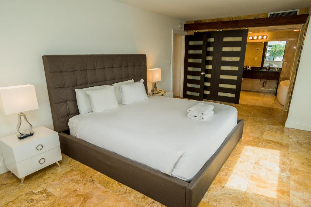 Signature Two Bedroom Suite - Guestroom