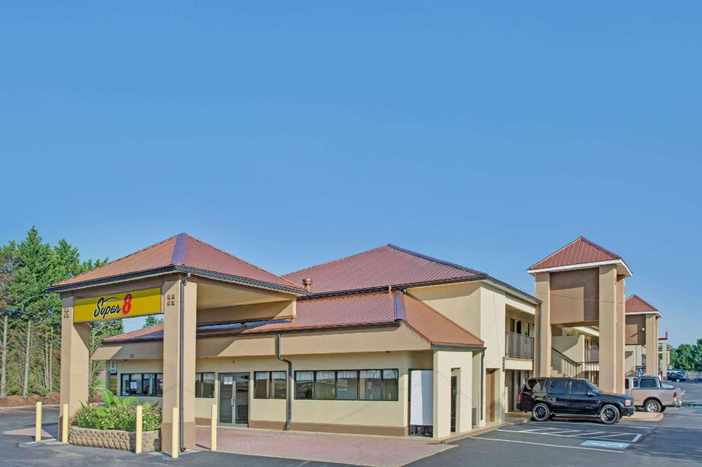 Exterior view Super 8 By Wyndham Suwanee