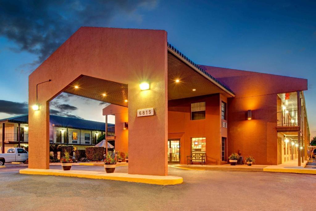 Days Inn By Wyndham San Antonio Near Lackland Afb San