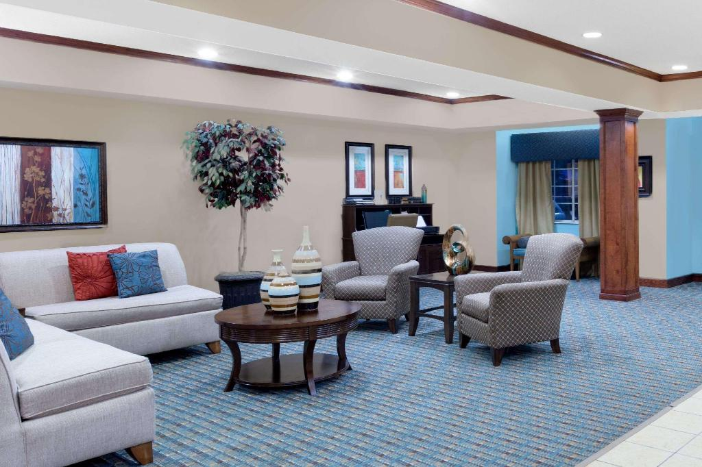 Lobi Microtel Inn & Suites by Wyndham Starkville