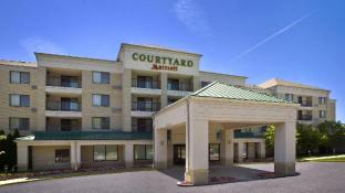 Stupendous Hotels Near King Buffet Plymouth Meeting Pa Best Hotel Home Interior And Landscaping Oversignezvosmurscom