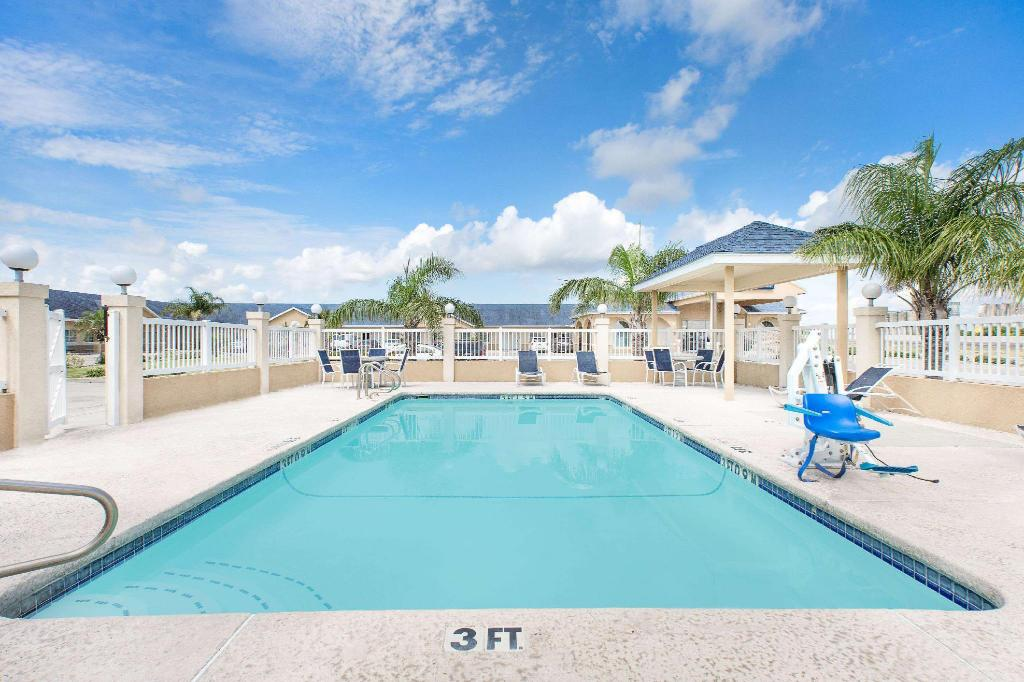 Swimming pool [outdoor] Days Inn by Wyndham Robstown