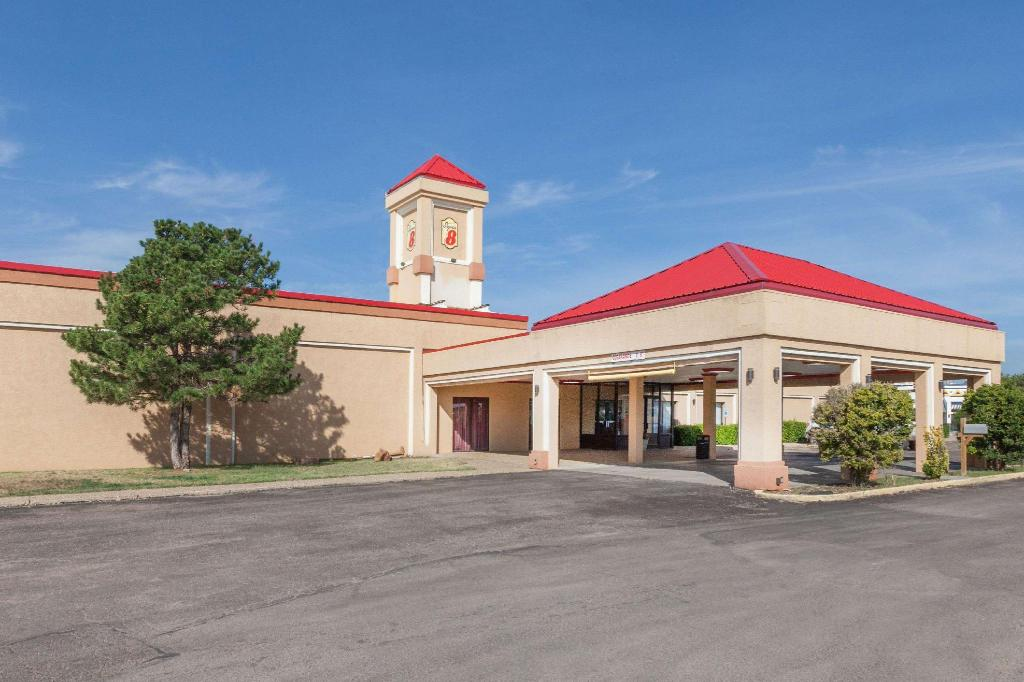 Super 8 By Wyndham Plainview