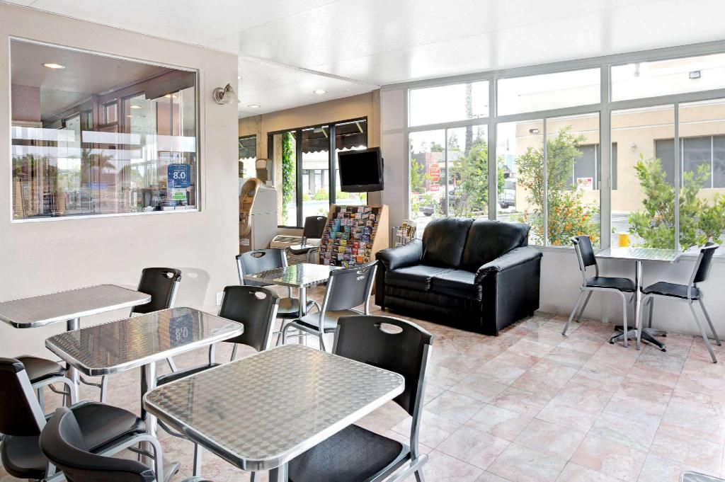 best price on super 8 los angeles culver city area hotel. Black Bedroom Furniture Sets. Home Design Ideas