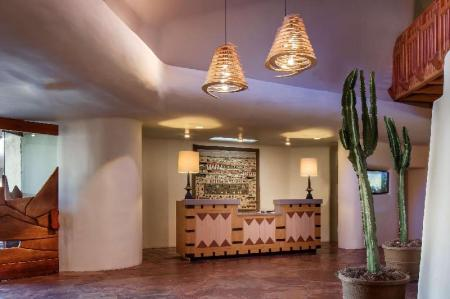 Lobby Boulders Resort & Spa, Curio Collection by Hilton