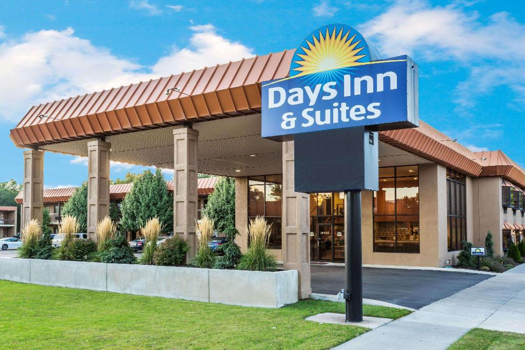More about Days Inn & Suites by Wyndham Logan