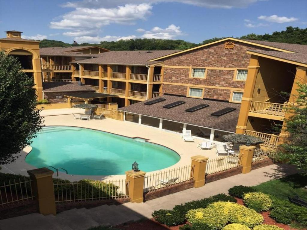 Nashville Airport Inn Suites In Nashville Tn Room Deals Photos Reviews