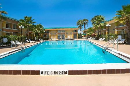 Swimming pool [outdoor] Baymont by Wyndham Florida Mall