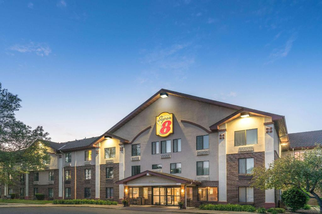 Super 8 By Wyndham Bloomington/Airport Hotel (Bloomington