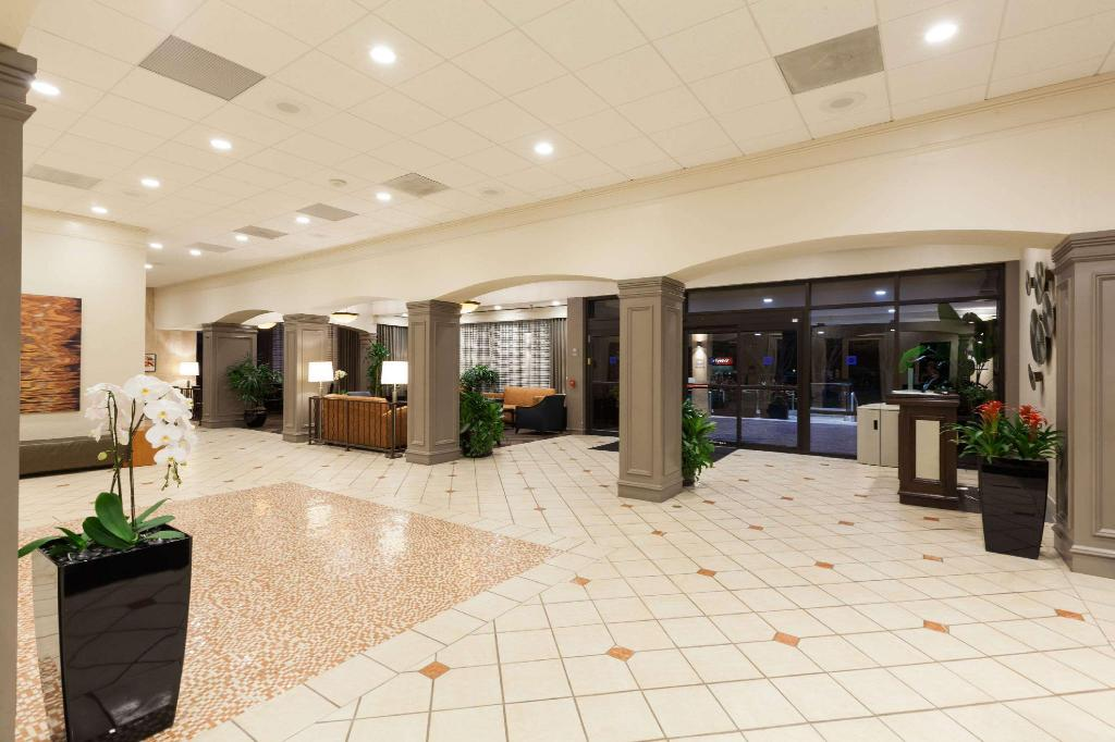 Lobby Wyndham Houston - Medical Center Hotel And Suites