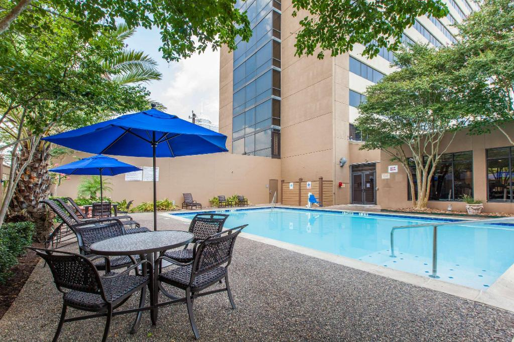 Piscina exterior Wyndham Houston - Medical Center Hotel And Suites