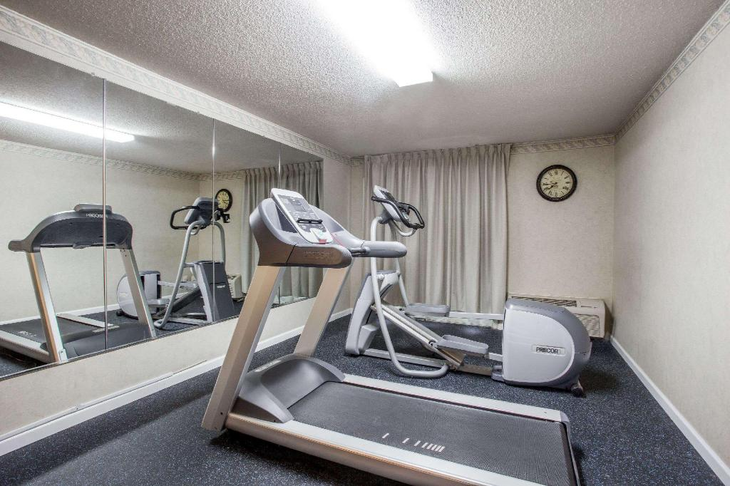 gym Days Inn by Wyndham Martinsburg