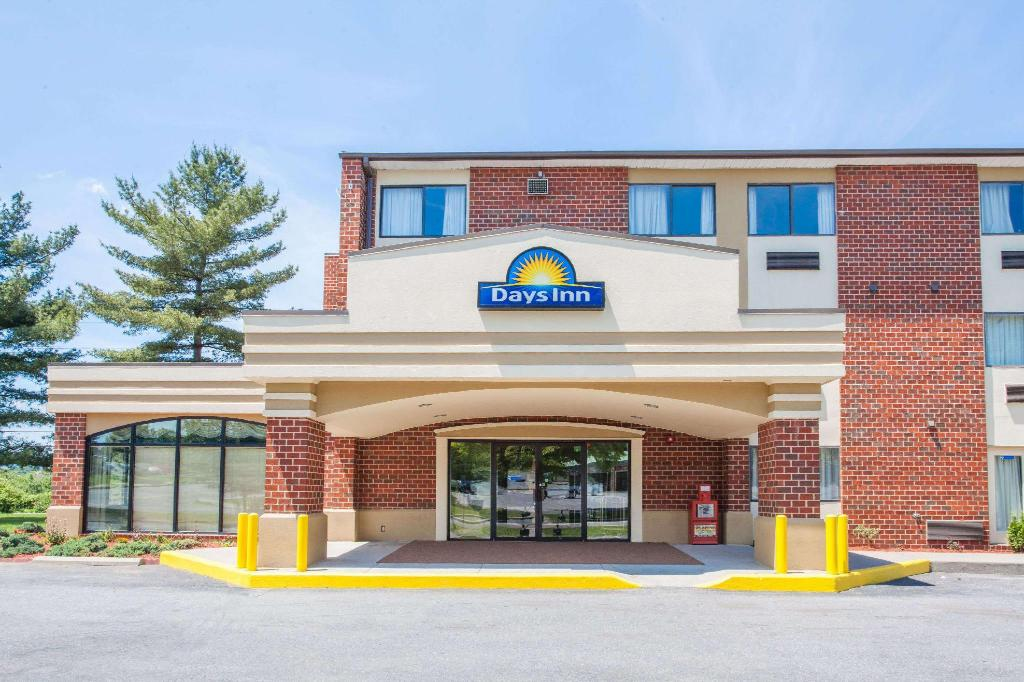 Days Inn by Wyndham Martinsburg