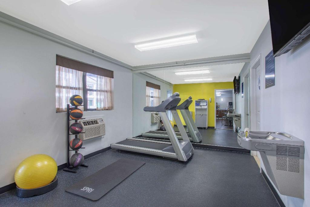 Centro de fitness Days Inn by Wyndham Elmsford