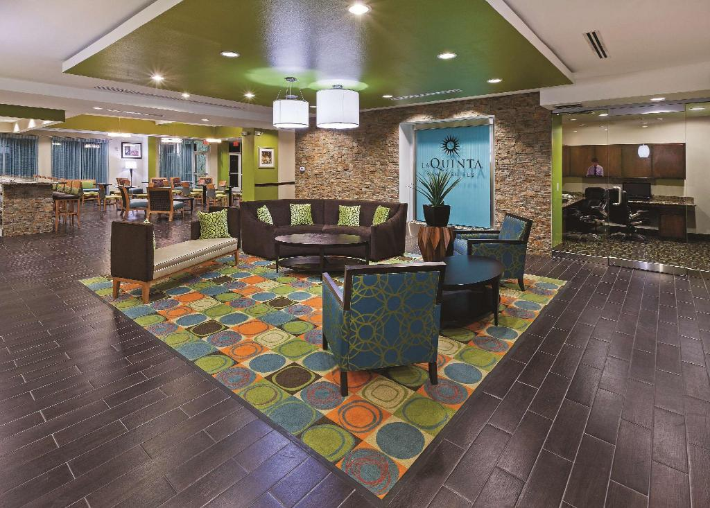 Lobby La Quinta Inn and Suites Houston Willowbrook