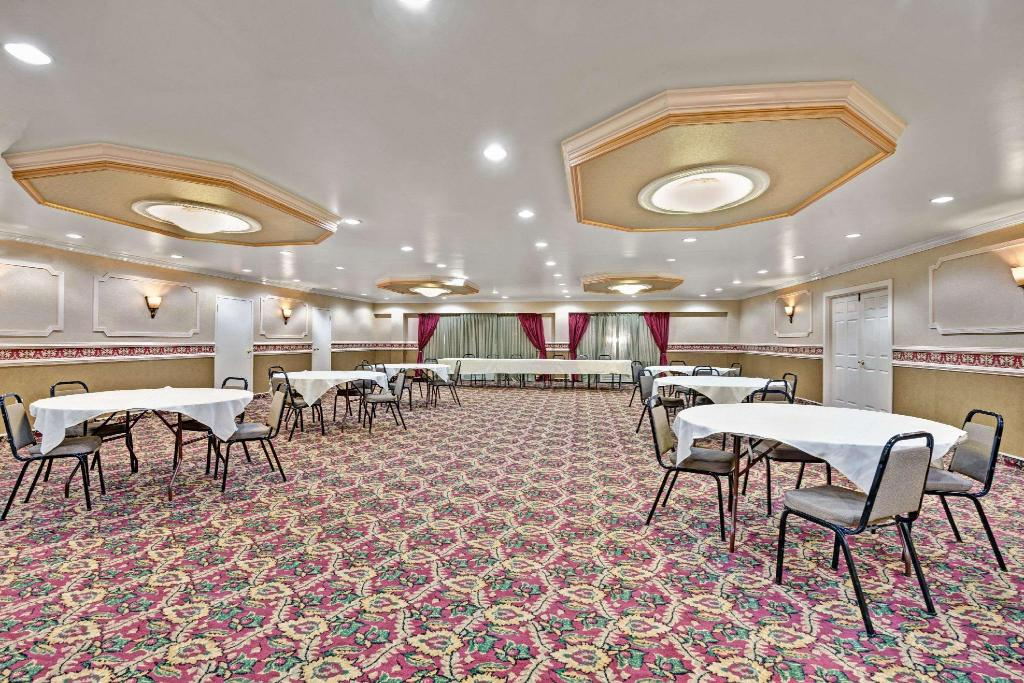 Ballroom Days Inn by Wyndham Absecon-Atlantic City