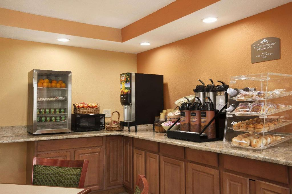 Coffee Shop/Café Microtel Inn by Wyndham Albany Airport