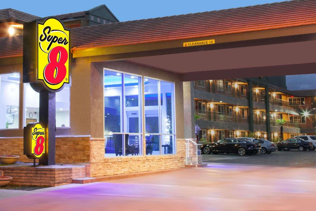 Super 8 By Wyndham Pasadena/La Area