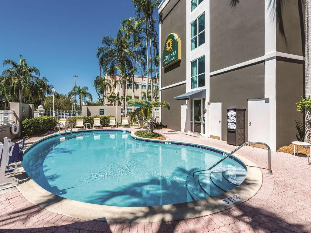 Piscina al aire libre La Quinta Inn & Suites Plantation at Southwest 6th Street