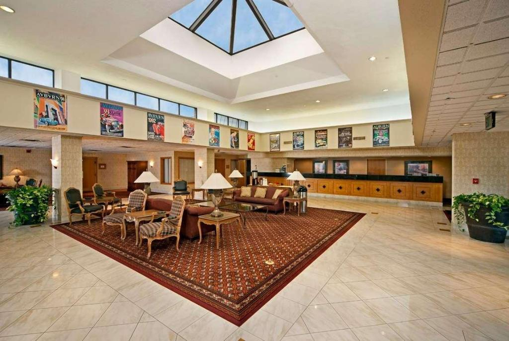 Lobby Ramada Plaza & Conf Center by Wyndham Fort Wayne