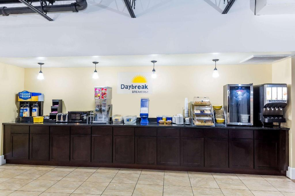 Kafe Days Inn by Wyndham St. Petersburg / Tampa Bay Area