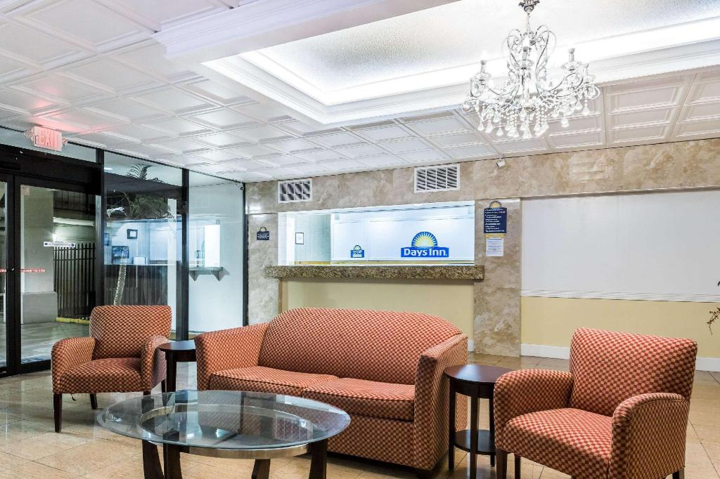 Lobi Days Inn by Wyndham St. Petersburg / Tampa Bay Area