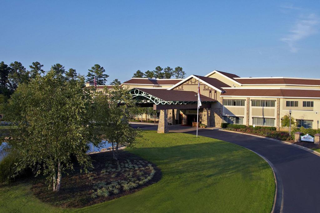 Auburn Marriott Opelika Resort And Spa At Grand National Hotel Opelika Al Deals Photos Reviews