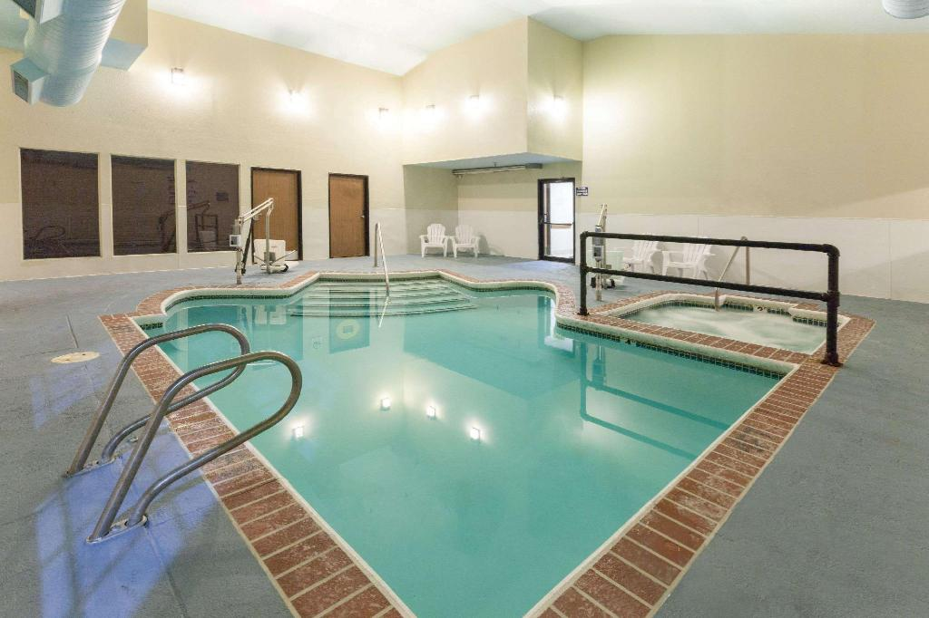 Pool Super 8 By Wyndham Tulsa/Downtown/East