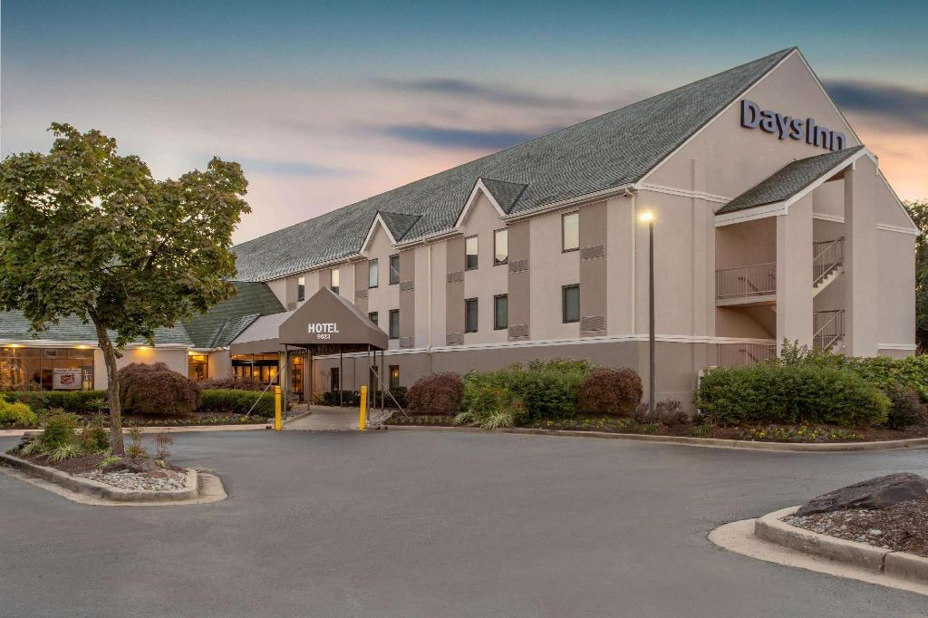 Exterior view Days Inn by Wyndham Lanham Washington D.C