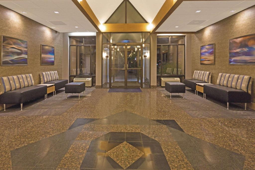 Lobby Days Inn by Wyndham Lanham Washington D.C