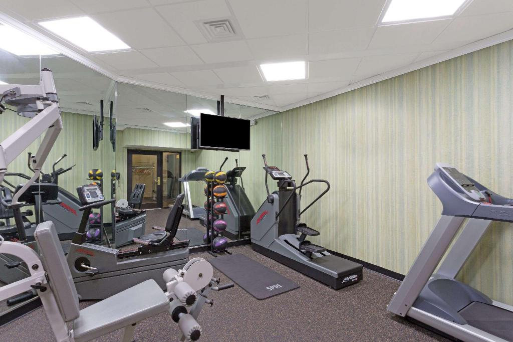 gym Days Inn by Wyndham Lanham Washington D.C