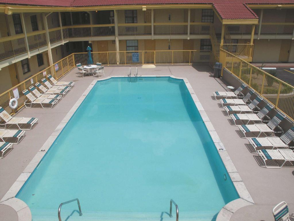 utomhuspool La Quinta Inn Nashville South