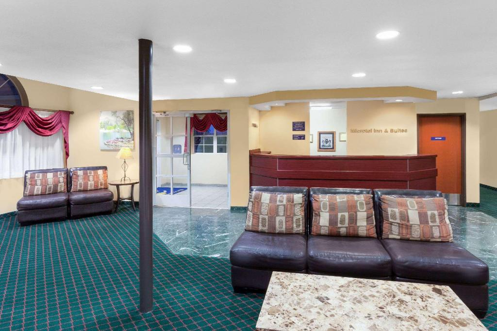 Lobby Microtel Inn & Suites by Wyndham Wellton