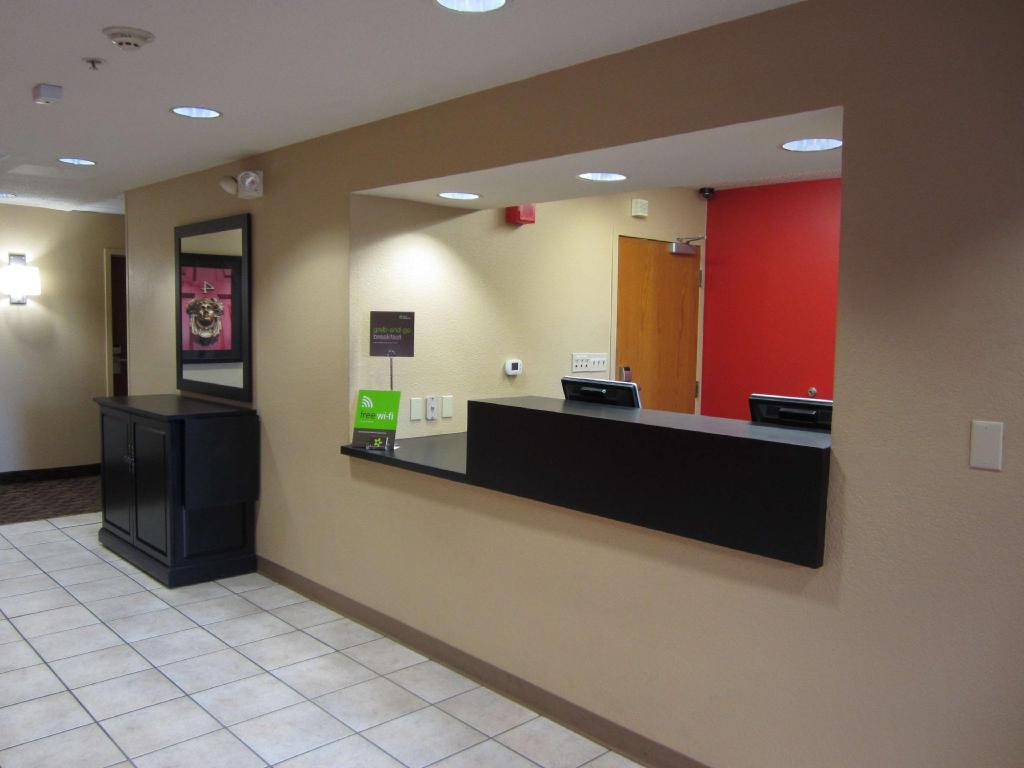 Lobby Extended Stay America Los Angeles-South
